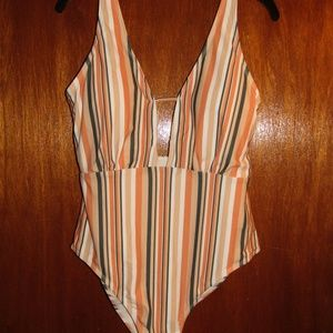 CUPSHE NWT one piece striped swimsuit sz XXL peach